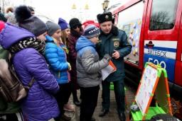 20 февраля в Витебске прошли первые мероприятия в рамках Единого дня безопасности. В центре города площадки безопасности развернули представители МЧС, Красного Креста, ГАИ, Витебскоблгаза, ОСВОДа, БДПО, БРСМ.