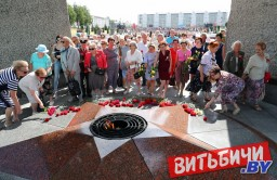 26 июня, в день освобождения Витебска от немецко-фашистских захватчиков состоялось возложение венков и цветов к вечному огню на площади Победы