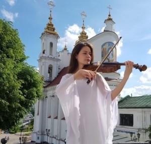 Белорусские, еврейские, французские мелодии, стихи любимому городу и Марку Шагалу: в Витебске открылся новый сезон проекта «Над городом»