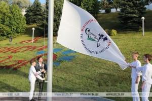 В Витебске возле Летнего амфитеатра состоялась церемония поднятия флага «Славянского базара-2019»