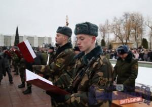 На площади Победы в Витебске почти 600 новобранцев 103-й отдельной  гвардейской воздушно-десантной бригады приняли военную присягу