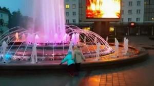 На площади Победы в Витебске состоялся дивертисментфонтанов в честь закрытия сезона